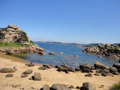 Une plage de la côte de granit